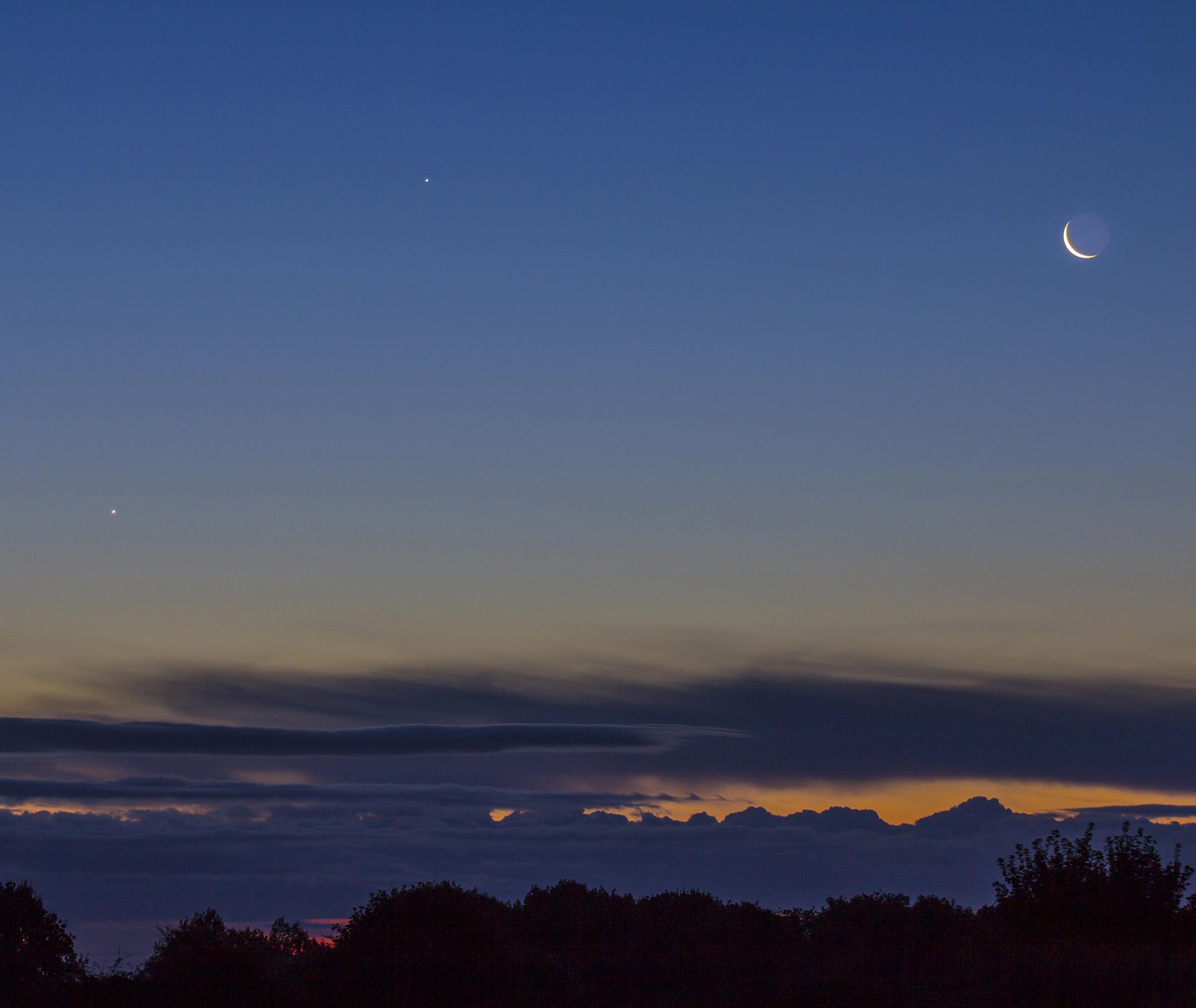 Moon Venus & Jupiter Conjunction over Yorkshire | Milners Blog
