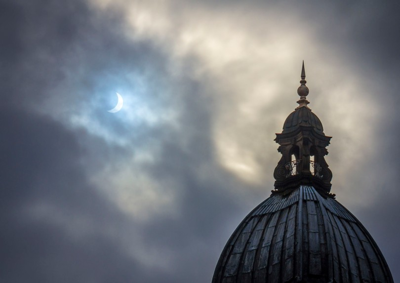 Solar Eclipse over the Leeds Town Hall by Carl Milner © 2015