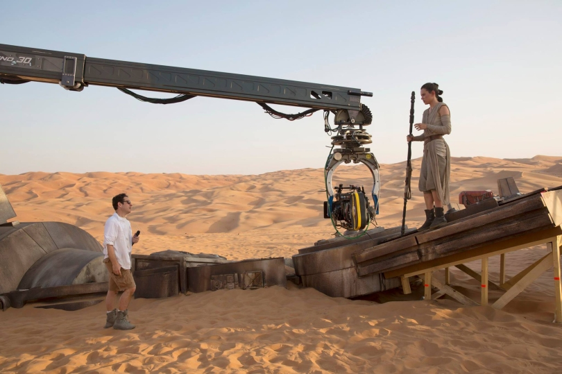 J.J Abram's directs Daisy Ridley's Ray on the Jakku AT-AT Walker Set