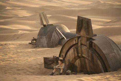 New Star Wars The Force Awakens Promotional Images _ Rey X-wing Helmet Jakku