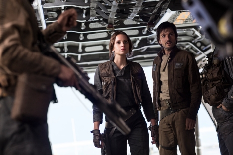 Rogue One A Star Wars Story Official Hi Res HD Images _ Jyn Erso (Felicity Jones) and Cassian Andor (Diego Luna)
