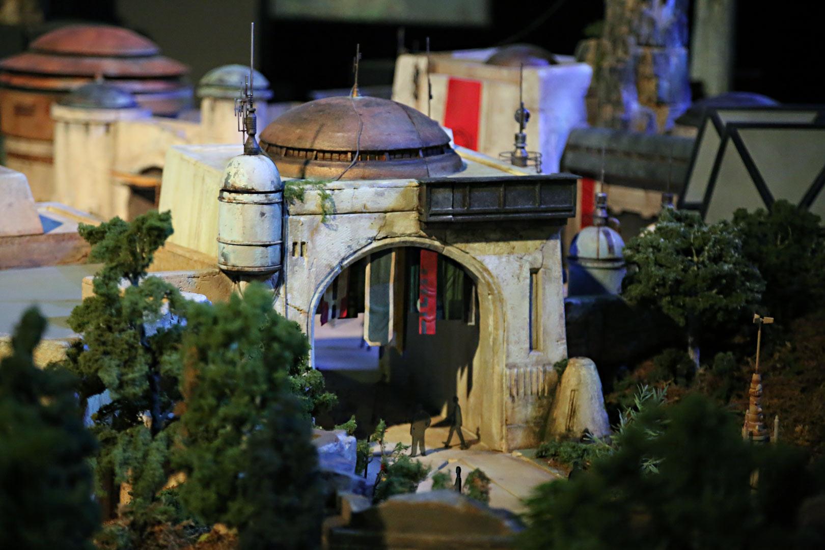 Новости Звездных Войн (Star Wars news): STAR WARS land model at D23: image gallery