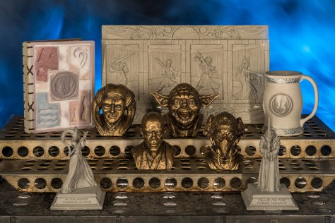 Star Wars Galaxy's Edge - Dok-Ondars Den of Antiquities Sith and Jedi Artifacts