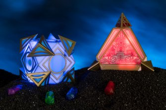 Star Wars Galaxy's Edge - Dok-Ondars Den of Antiquities Sith and Jedi Holocrons
