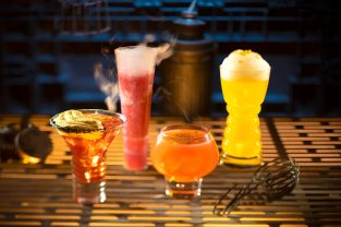 Star Wars Galaxy's Edge - Oga's Cantina Galactic Cocktails