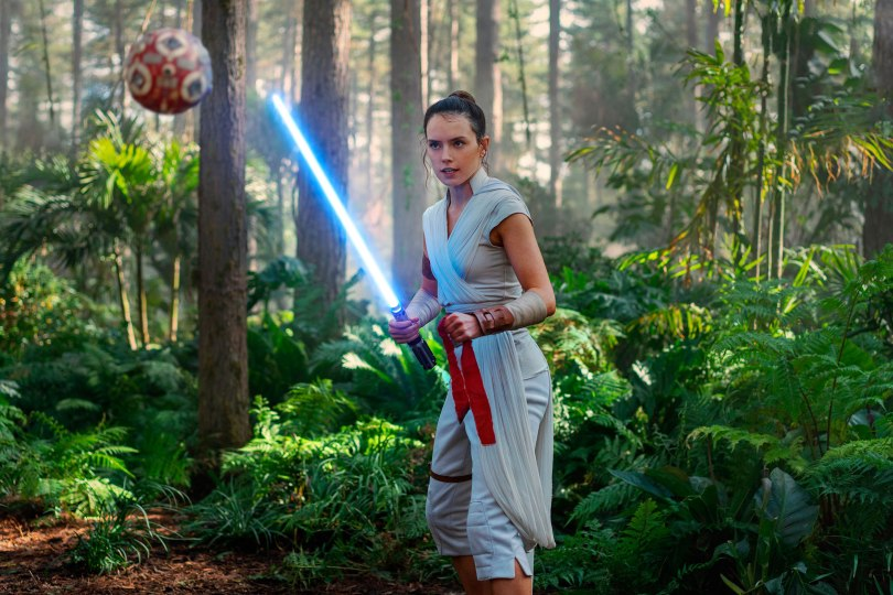 Star-Wars-The-Rise-of-Skywalker---EW-Exclusive-Covers-and-New-Images---8